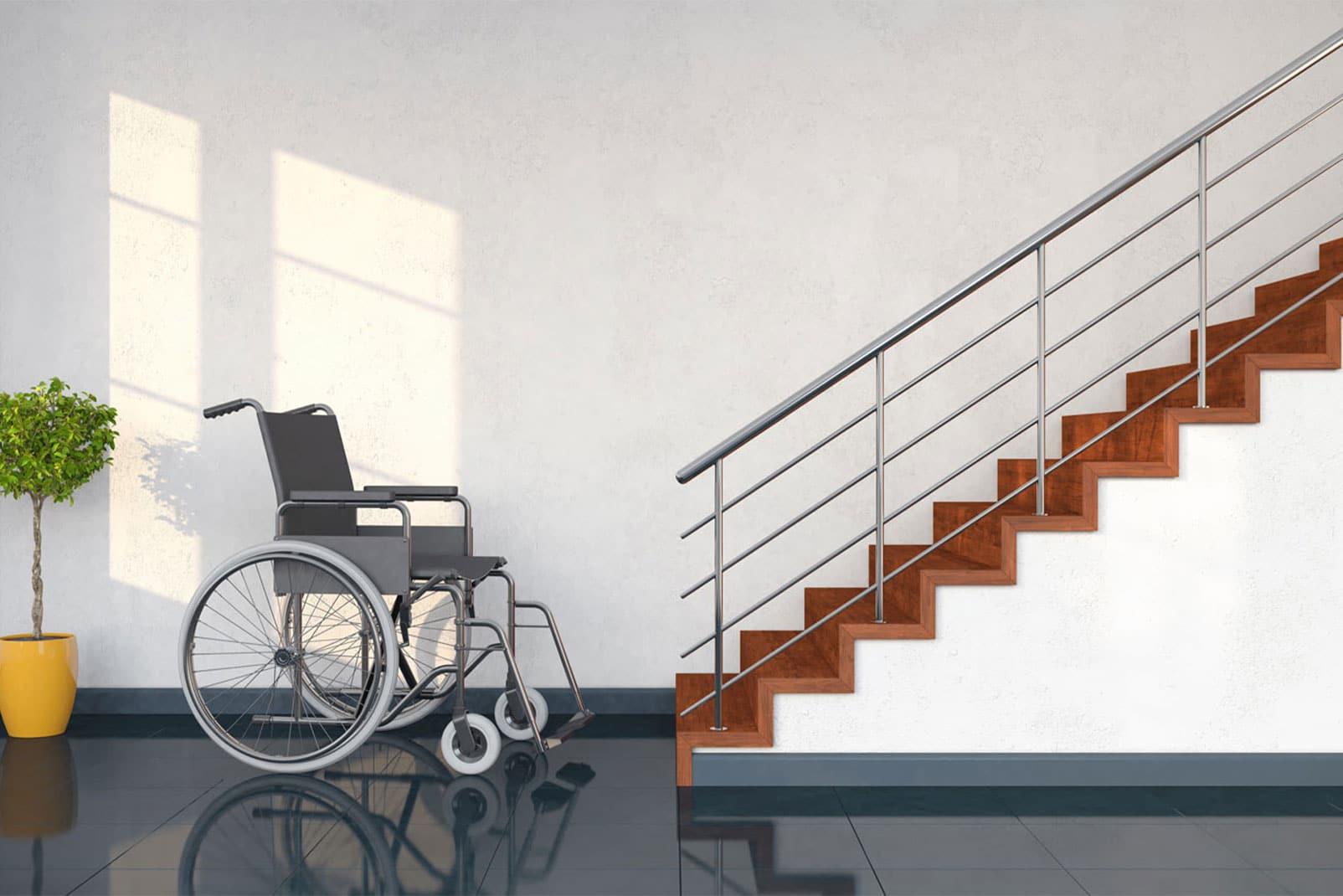 Rollstuhl steht vor einem Treppenaufgang