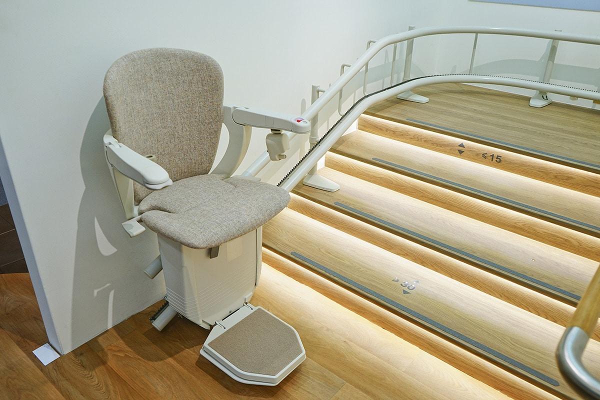 Bild von einem Sitzlift an einer Treppe